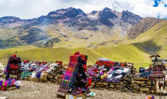 cusco-peru-textile-market-in-the-mountains