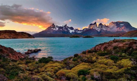 high-moutain-peaks-of-Torres-Del-Paine-at-sunset