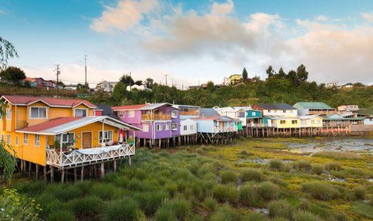 chiloe-island-stilt-houses-extending-over-the-water