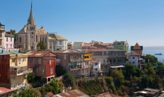 Valparaíso-chile-overlooking-hill-top-and-coast