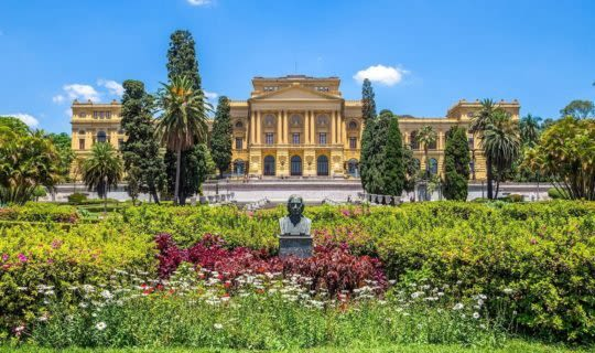 grand-palace-with-ornate-gardens