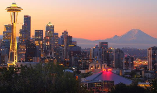 seattle-skyline-at-sunset-with-space-needle