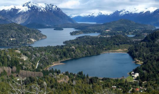 argentina-lakes-and-snow-covered-mountain-peaks