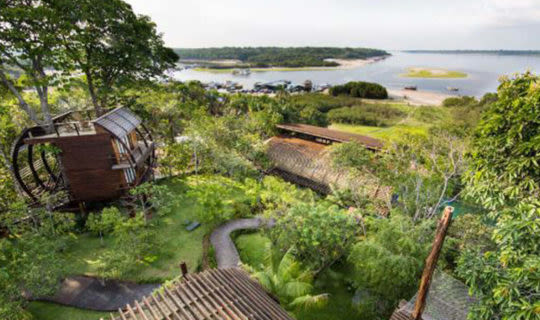 brazil-amazon-lodge-surrounded-by-jungle