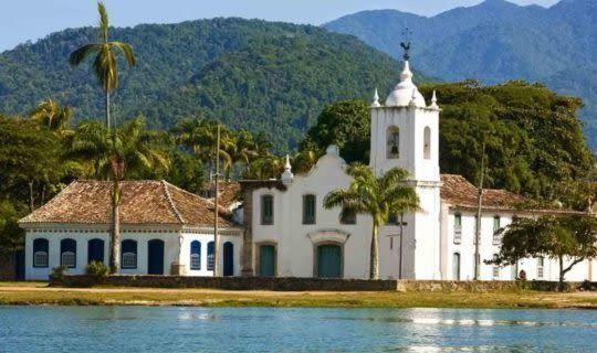 paraty-historic-church-at-edge-of-water