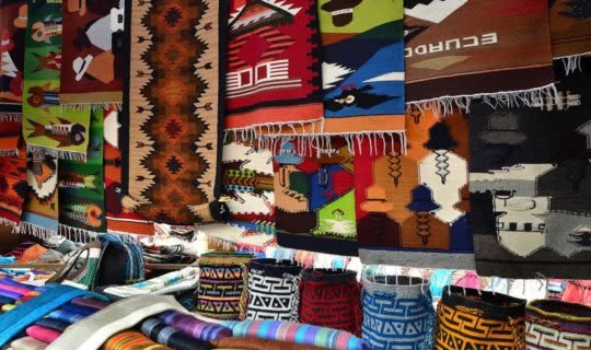 souvenirs-from-indigenous-market-in-peru