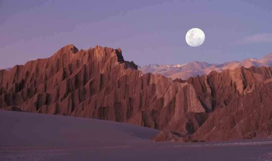 atacama-desert-at-night-with-moon-over-desert-peaks
