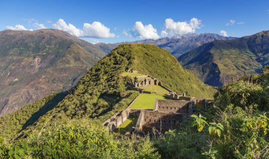 choquequirao-trek-from-base-looking-at-tall-peaks