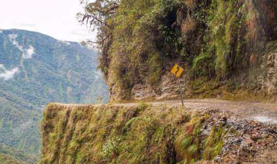 death-road-in-bolivia-with-steep-cliffs