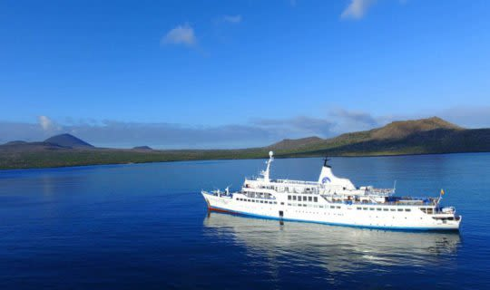 galapagos-legend-cruise-anchored-in-prisitne-bay