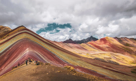 rainbow-mountain,-peru-on-a-cloudy-day