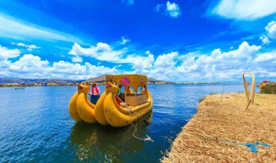 lake-titicaca-traditional-reed-boats-floating