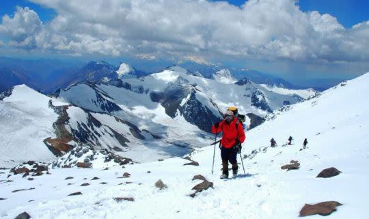 man-enjoying-mountain-views-at-ski-resorts