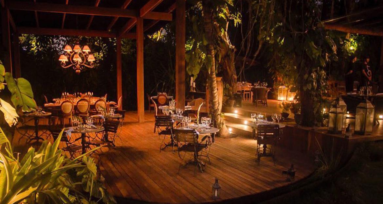 Jungle themed dinning area at Pousada Toca da Coruja Brazil Beach Resort