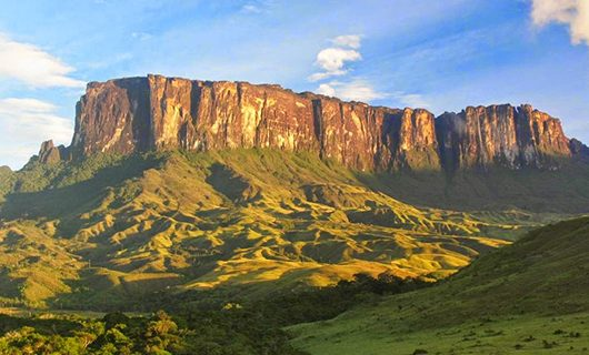 mount-roraima-on-clear-day