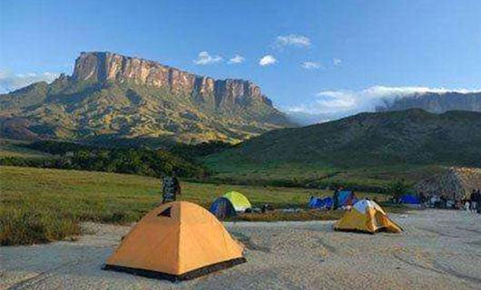 camp-sight-near-moint-roraima-base