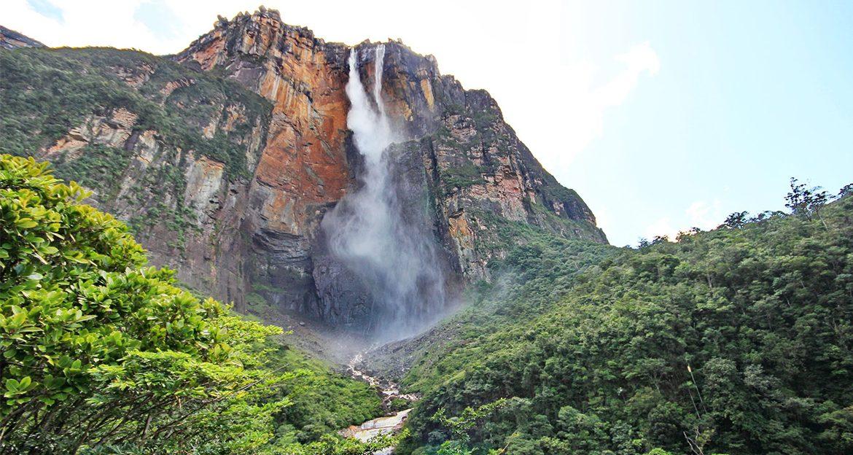 mount-roraima-summit-waterfall