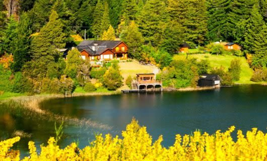 Cottage at edge of Argentina lake