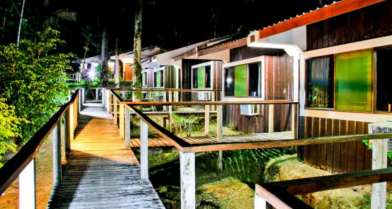 Walkways between buildings of Ceiba Tops Lodge