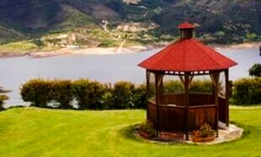 Gazebo on Colombia golf course green