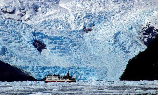 Cruise ship passes through Montanas Fjord