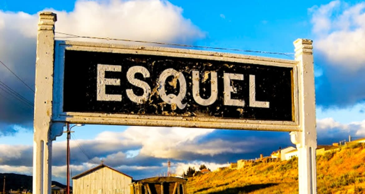 Sign for Esquel train station