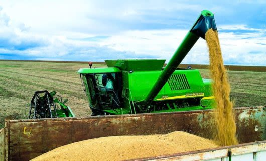 Farm machine ejects silage into large bin