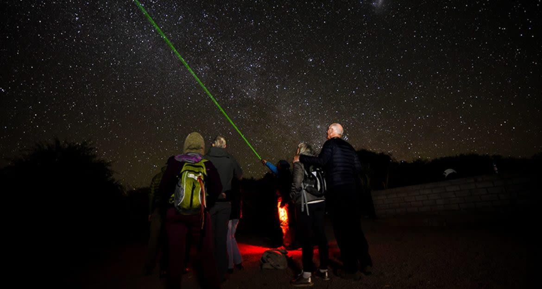 Stargazers use green laser on night sky