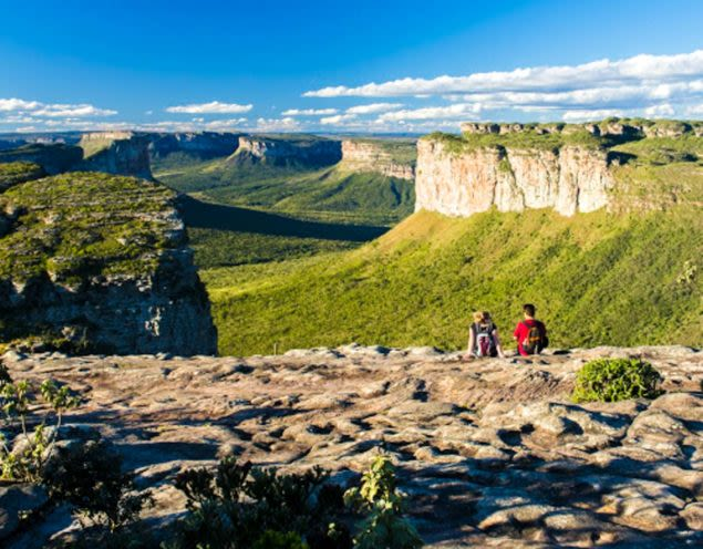 Hikers look out over Chapada Diamantina canyon
