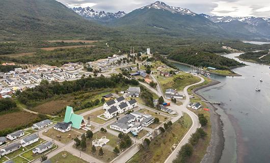 lakutaia-lodge-scenery-and-town