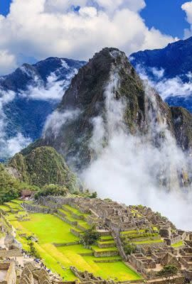 machu picchu and surrounding clouds