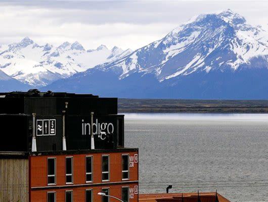 Noi Indigo Lodge and mountains