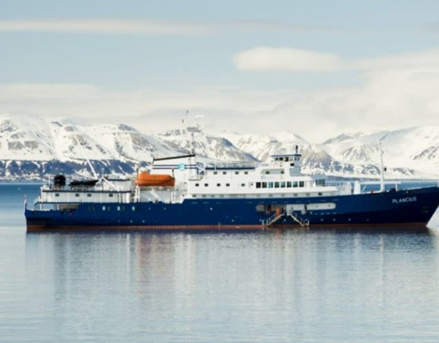 Plancius cruise ship in front of mountains