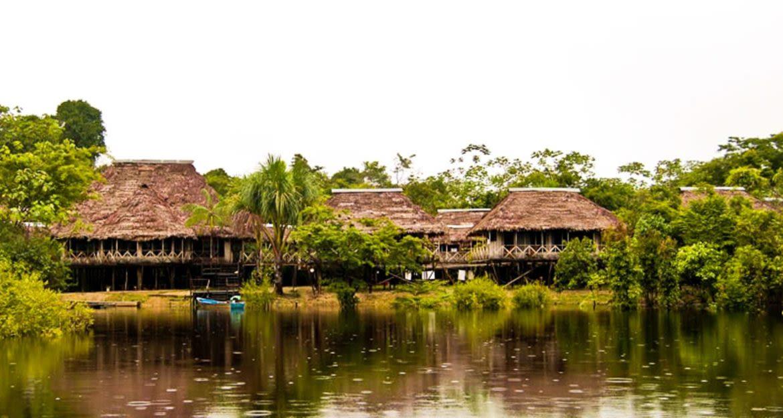 Tahuayo Lodge on edge of river