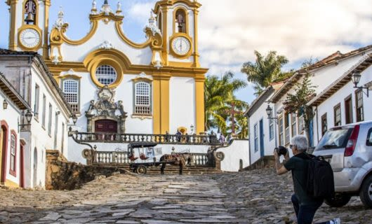 Man takes photo of Tiradentes church