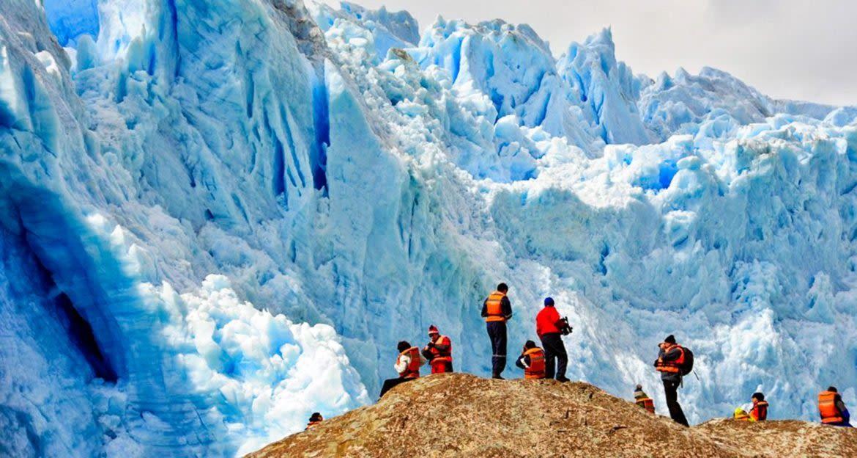 Travelers admire El Brujo Glacier