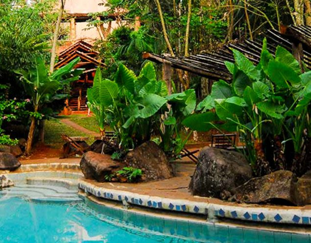 Outdoor pool of Yacutinga Lodge