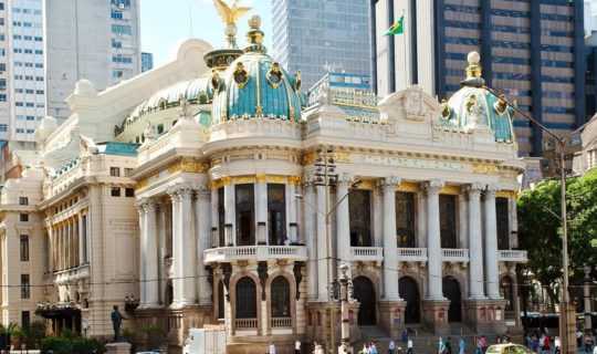 beautiful-palace-with-blue-and-gold-roof-in-metropolis