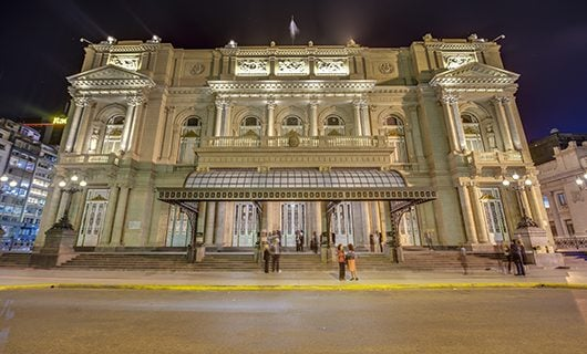 grand-opera-house-of-buenos-aires-at-night
