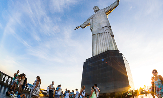 corcovado-mountain-with-christ-the-redeemer-standing-high-above-tourists