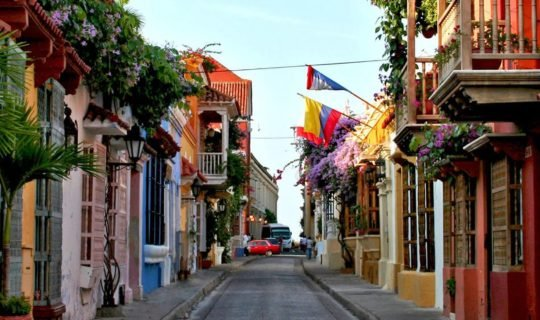 beautiful-narrow-street-in-cartagena-colombia