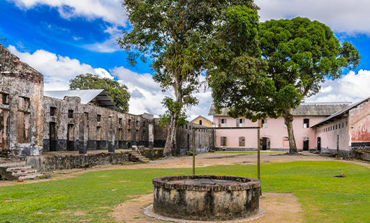 historic-site-courtyard-with-old-well