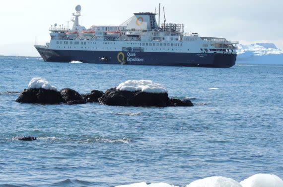 Ship crossing drake passage