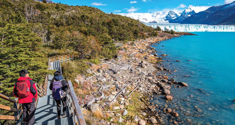 travelers walking towards the perito moreno glacier