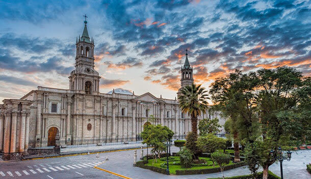 white cathedral in plaza de armas arequipa