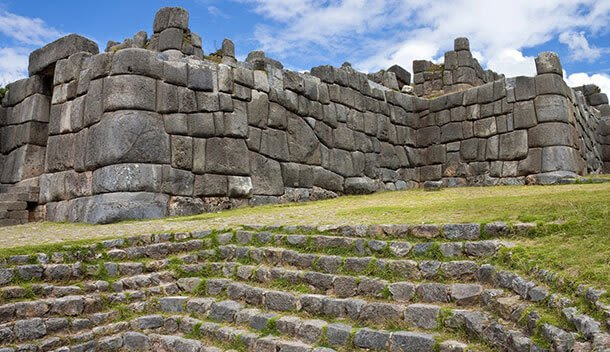 sacsahuayaman ruins in peru