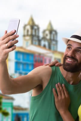 couple in salvador da bahia taking a selfie